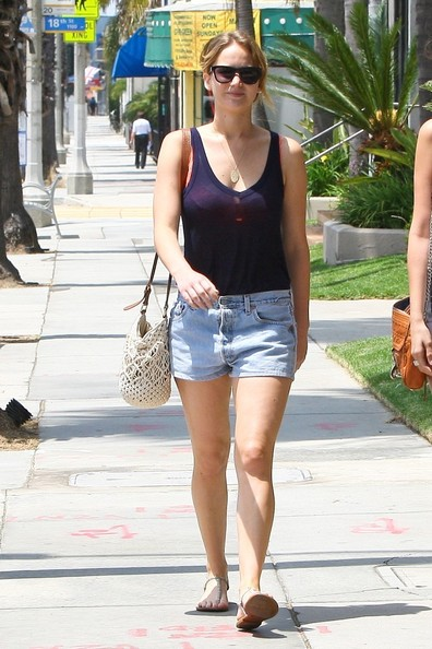 Jennifer Lawrence Lunches in Santa Monica 2 []