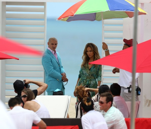 http://www2.pictures.zimbio.com/bg/Jennifer+Lopez+Pitbull+film+video+65EL3vcv8jTl.jpg