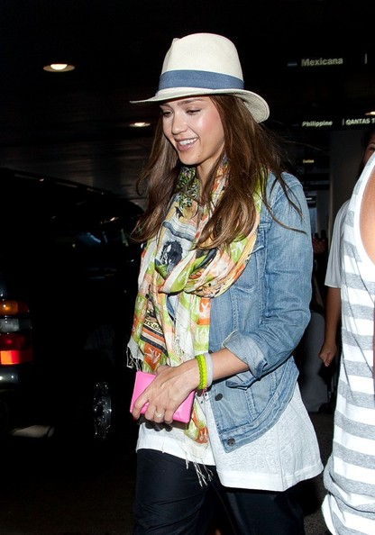 Jessica Alba - Jessica Alba Arrives at LAX