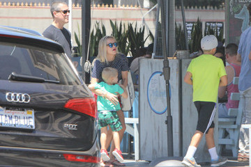 Jim Toth Reese Witherspoon Has Lunch with the Family