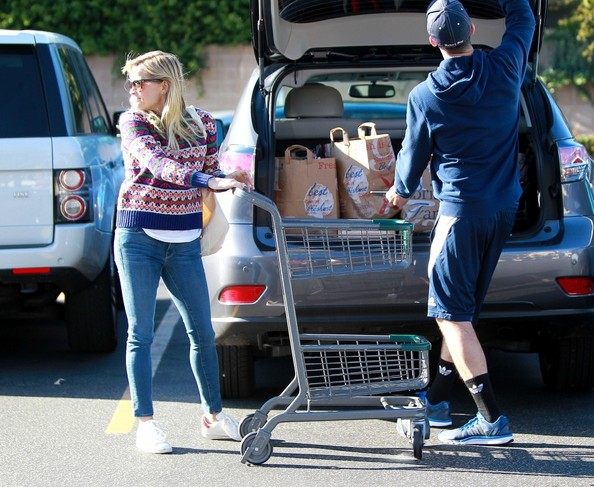 Jim Toth and Reese Witherspoon Goes Shopping