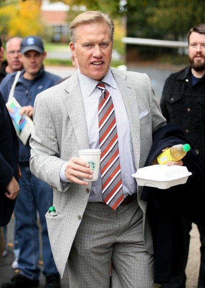 FOR USA SALES: Contact Randy Bauer (310) 910-1113 bauergriffinsales@gmail.com.FOR UK SALES: Contact Caroline 44 207 431 1598 MUST BYLINE: EROTEME.CO.UK.John Elway was spotted leaving his hotel in Boston today.  Before heading to the team bus, the Hall of Famer and executive vice president of operations for the Denver Broncos stopped to sign a few autographs.  Elway was headed to Gillette Stadium to watch the Broncos play the new England Patriots today.