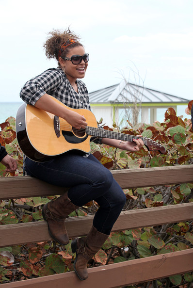 Singer Jordin Sparks heads to the dock with her guitar to sing some songs for her friends.