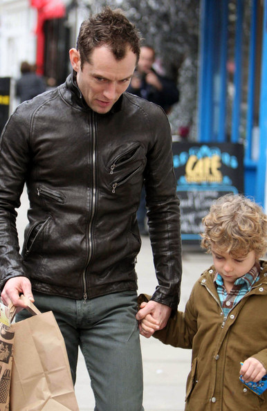 Jude Law Runs Errands with His Son - Pictures - Zimbio Jude Law