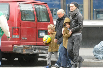 Jude Law Rudy Law Jude Law Walks with His Kids