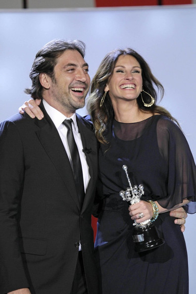 Julia Roberts Wins an Award