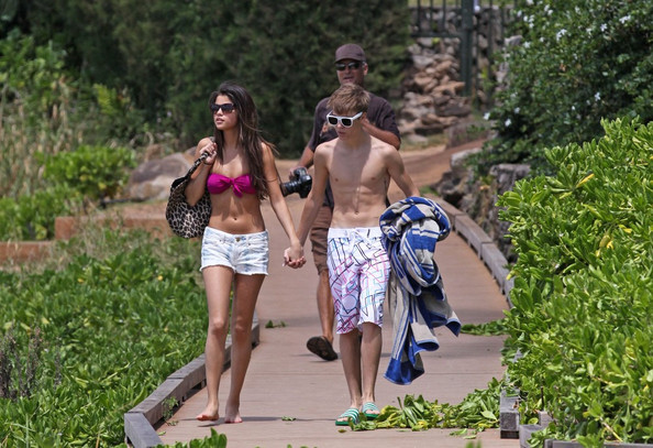 justin bieber and selena gomez hawaii photos. Selena Gomez and Justin Bieber