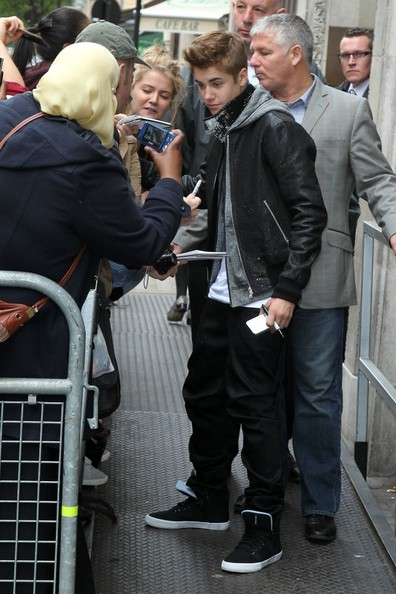 Justin Bieber - Justin Bieber Leaving Radio One