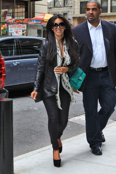 Kim Kardashian In Kim And Kourtney Kardashian In Nyc 1 Of 5 Zimbio
