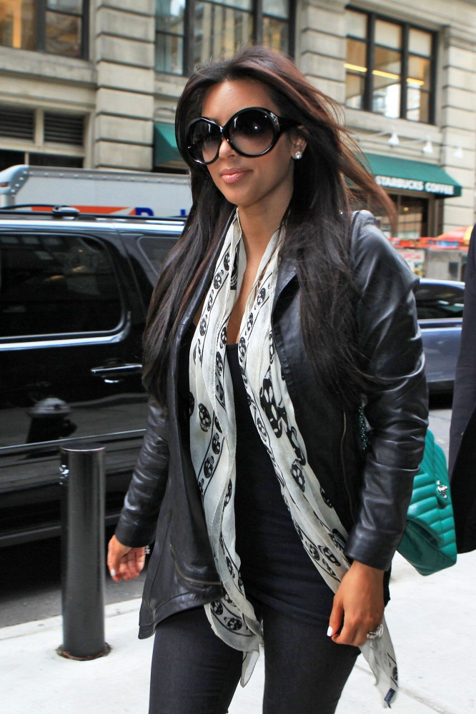 Kim Kardashian Photos Photos Kim And Kourtney Kardashian In Nyc Zimbio