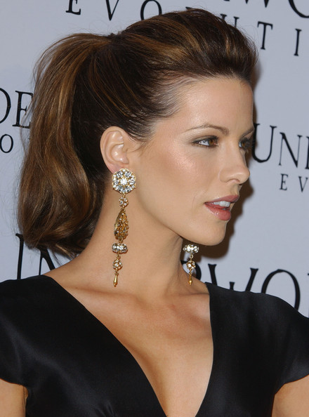 ponytail hair style kate beckinsale photos photos la premiere of quot underworld 7027 | Kate Beckinsale LA Premiere Underworld Evolution BfYWCYFiSIGl
