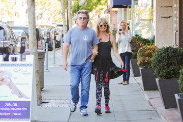 Kate Hudson Kurt Russell Goldie Hawn, Kate Hudson, and Kurt Russell Have a Black Friday Breakfast