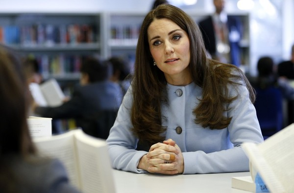 Kate Middleton - Kate Middleton Visits Aldridge Academy
