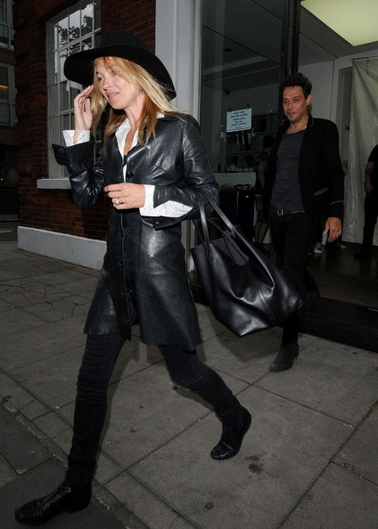 Kate Moss - Kate Moss and Jamie Hince in Hoxton Square