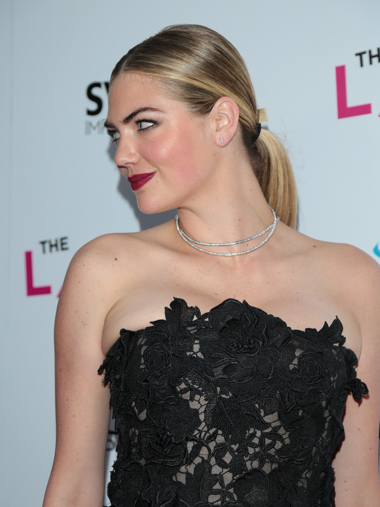 Kate+Upton+Premiere+DIRECTV+Vertical+Entertainment+olzsGzniKMjx.jpg