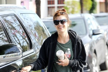 Kate Walsh Kate Walsh Gets Her Morning Coffee