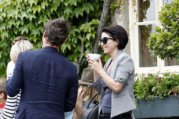 Jude Law Sadie Frost Kate Moss and Jamie Hince's Wedding Guests at The Swan Pub
