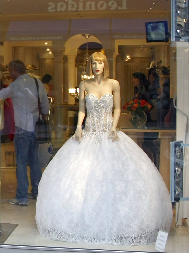 Katie price trying on a wedding dress zimbio for Cost of a wedding dress