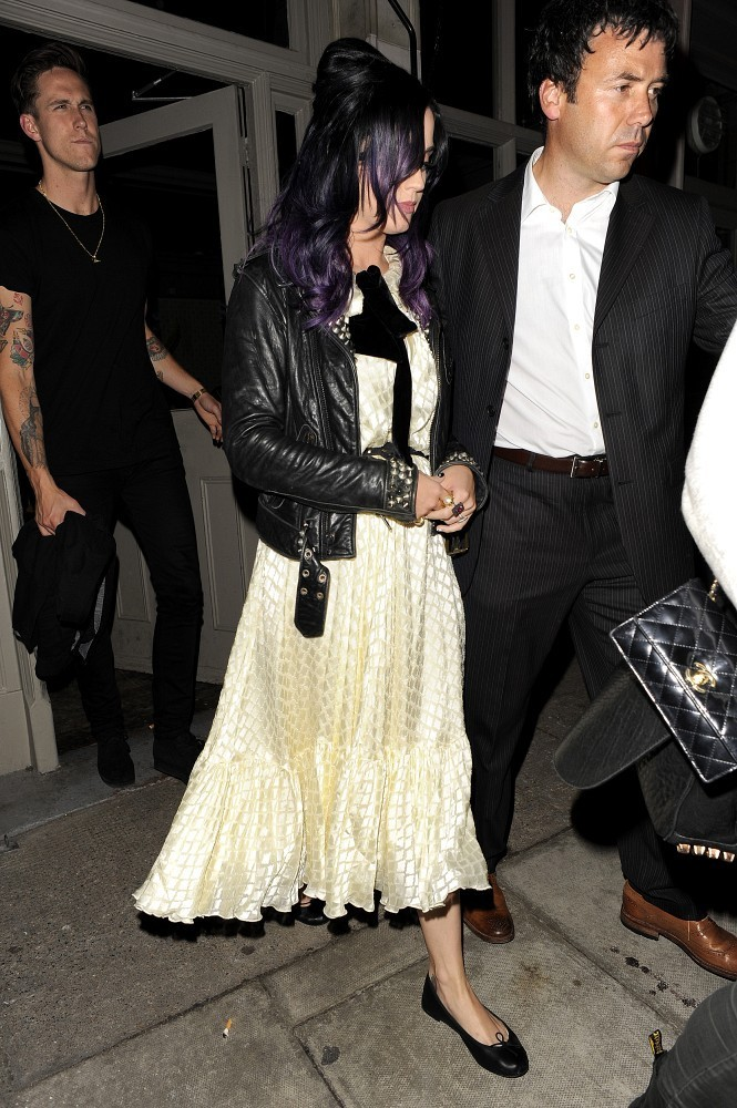 katy perry dating history zimbio Katy perry maid 44 $ million 2010 i think it's fine to keep the spouse section as her relationship with russell was very i'm unaware of any history it has for.