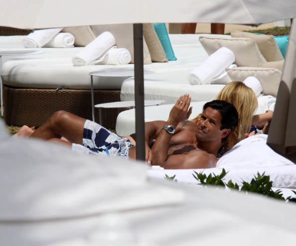 Kelly Ripa - Kelly Ripa and Mark Consuelos on Vacation
