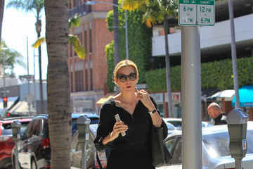 Kelly Rutherford Kelly Rutherford Has a Phone Conversation in Beverly Hills