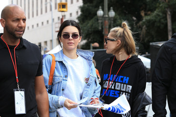 Kendall Jenner Hailey Bieber Kendall Jenner And Hailey Baldwin March In L.A.