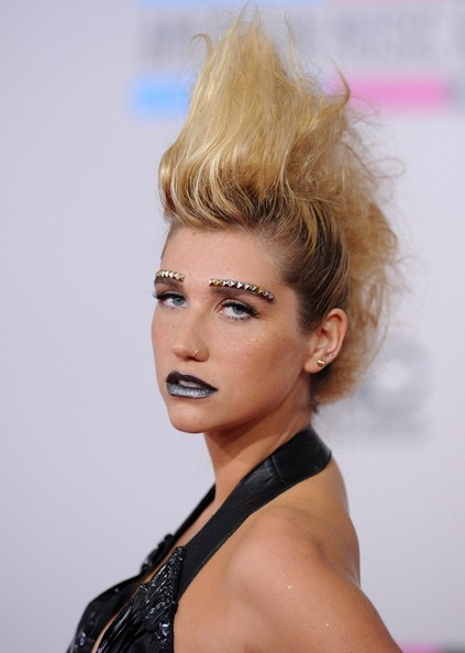 http://www2.pictures.zimbio.com/bg/Kesha+2010+American+Music+Awards+Arrivals+aGLUqy2b7MCl.jpg
