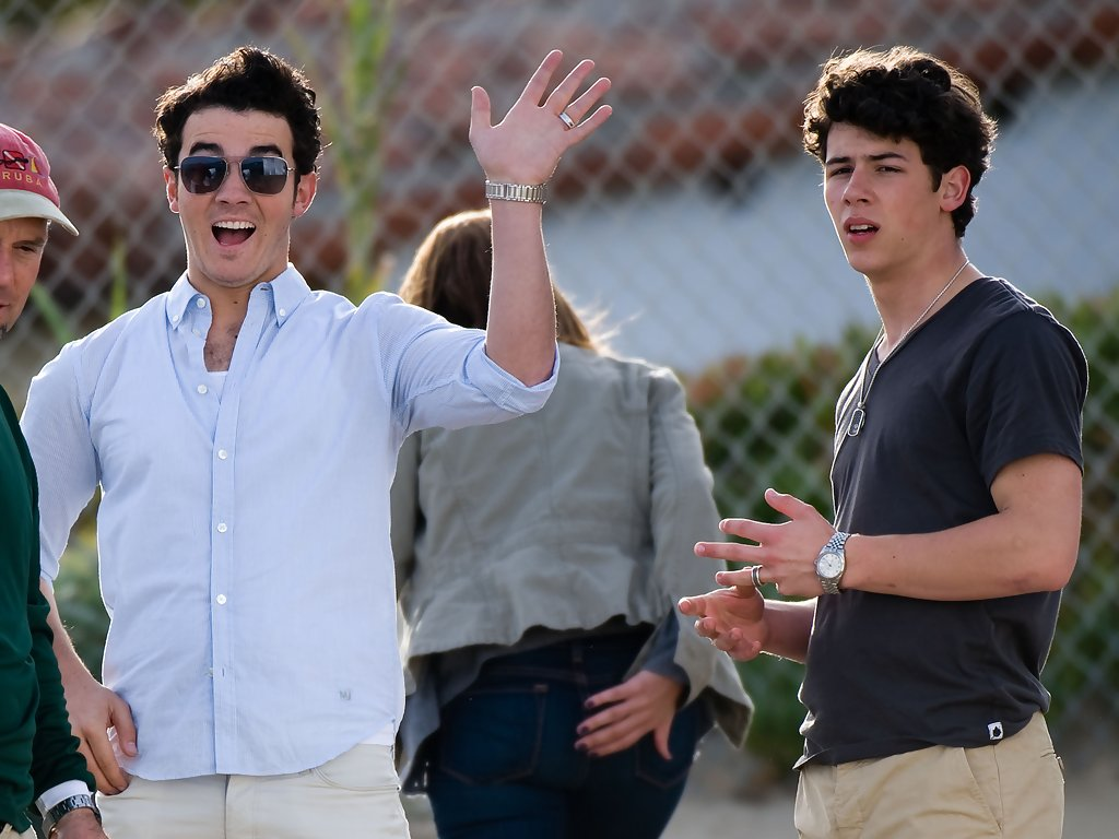 who is kevin jonas dating Glamour: back in the day  kevin jonas: we're two and half  we know you met while on vacation, but how did you start dating after the trip was over kevin:.