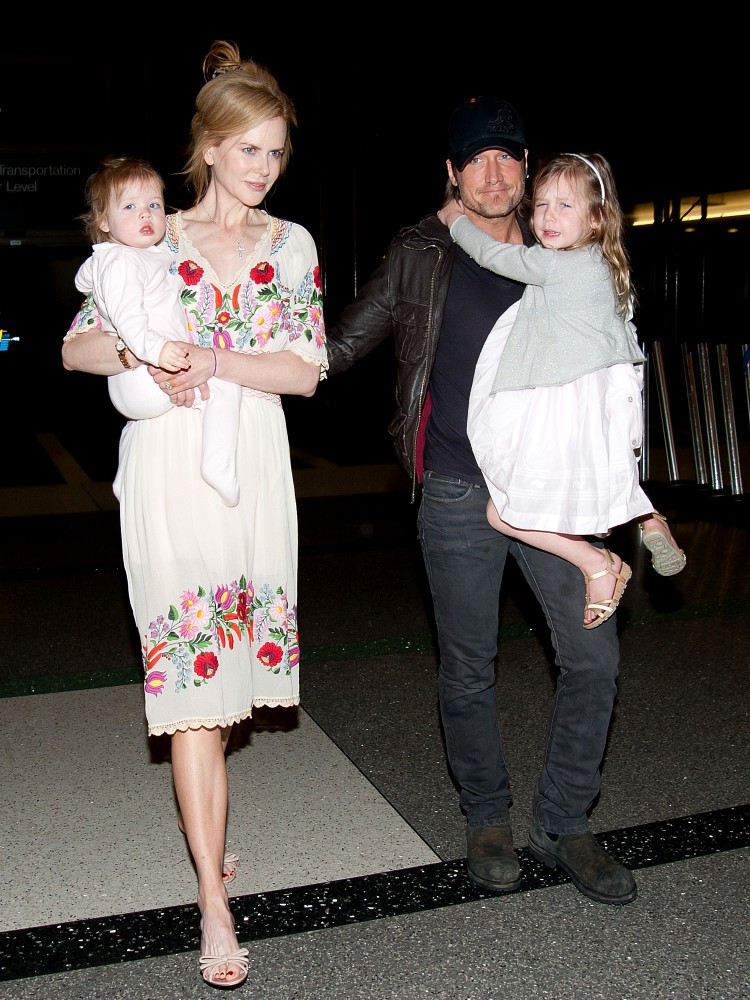 Keith Urban Photos Photos Nicole Kidman And Family At
