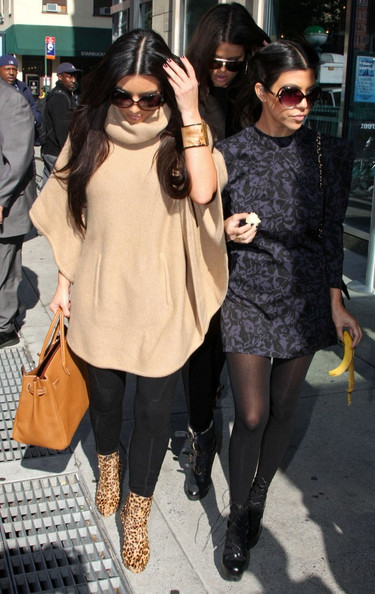 Kim Kardashian The Kardashian sisters, Kim, Kourtney, and Khloe, step out of their hotel to do some shopping, while Scott Disick stays back. The ladies return, do a wardrobe change and depart again.
