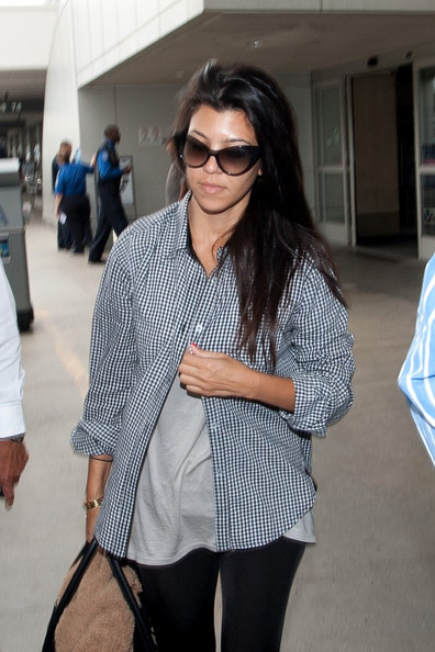Kourtney Kardashian Kourtney Kardashian arrives at LAX (Los Angeles International Airport) with a giant handbag.