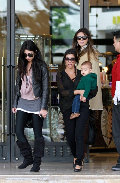 http://www2.pictures.zimbio.com/bg/Kourtney+shops+with+Mason+nDtOkKpsk9nl.jpg