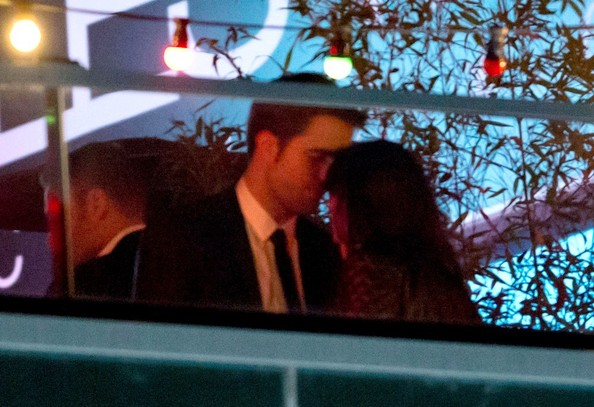 Kristen Stewart and Robert Pattinson - Kristen Stewart and Robert Pattinson Cuddle at Cannes
