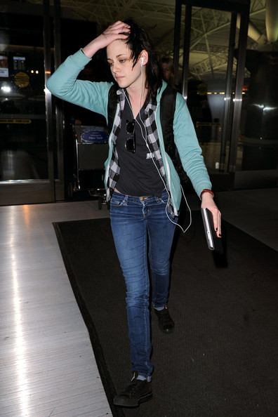 Kristen Stewart arrives at New York's JFK airport.