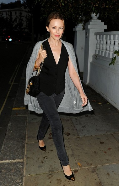 Kylie photos > candids, shoots, eventos... - Página 2 Kylie+Minogue+Kylie+Minogue+Out+Soho+9yUQ1SeHYvpl