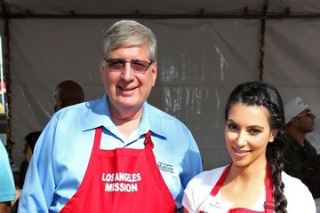 Herb Smith Celebs Give Out Thanksgiving Meals at the Los Angeles Mission