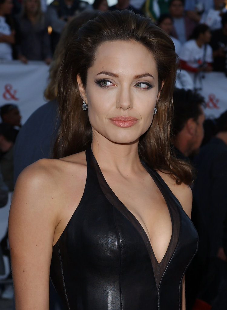 angelina jolie photos photos la premiere of quotmr amp mrs