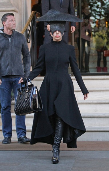 Lady Gaga - Lady Gaga Leaves Her London Hotel