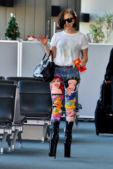 Lady Gaga - Lady Gaga Spotted at Narita International Airport