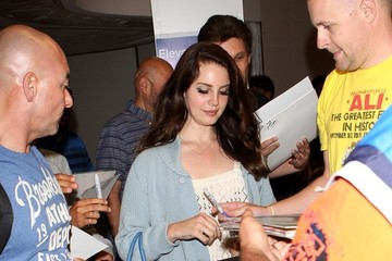 Lana Del Rey Lana Del Rey Arrives at LAX
