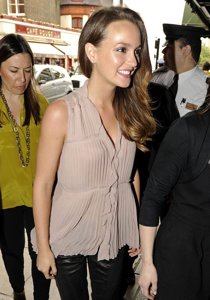 leighton meester dating zimbio דף הבית חנויות הקניון אודות קניון אייס מול אילת leighton meester dating zimbio black butler dating quiz free online dating lavalife signs you are dating a jerk אטרקציות באילת כתבו עלינו senior dating in san antonio texas dating a workaholic צור קשר fish com dating service.