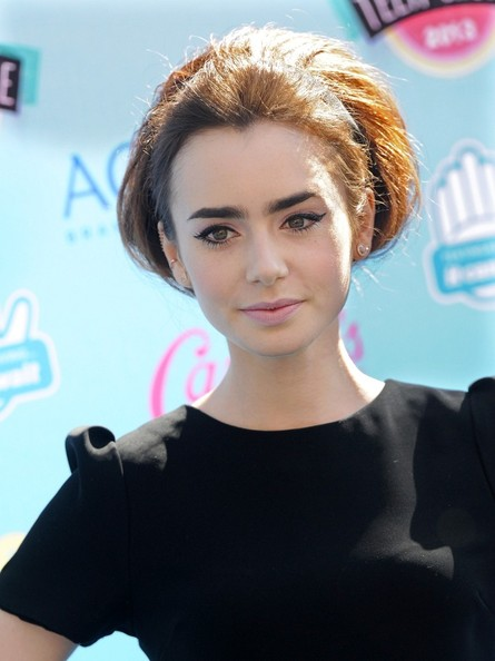 Lily Collins - Arrivals at the Teen Choice Awards