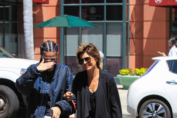 Lisa Rinna Lisa Rinna Stops By A Nail Salon In Beverly Hills