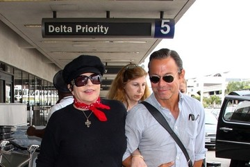 Liza Minnelli Liza Minnelli Spotted at LAX