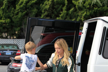 Luca Comrie Hilary Duff and Son Luca Go Shopping