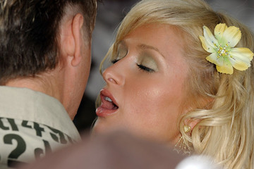 Paris Hilton Loves to Make Out in Public