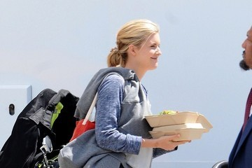 Maggie Grace Maggie Grace Grabs a Quick Lunch
