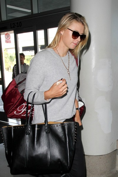 Maria Sharapova - Maria Sharapova at LAX