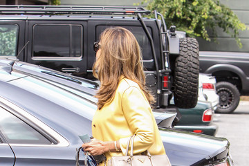 Maria Shriver Maria Shriver Goes Out in Yellow
