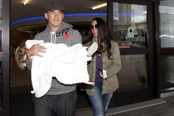 Mario Treadway Alanis Morissette Lands in LA With Her Family